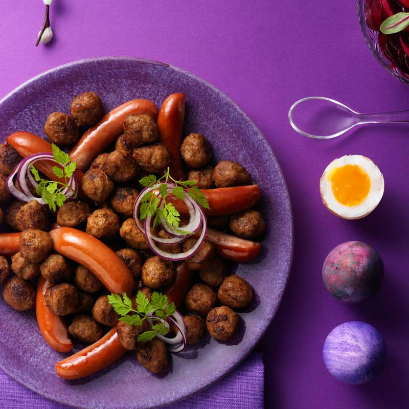 Ägg, köttbullar och prinskorv från påskbordet blir matsäck till utflykt