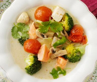 Thaifisksoppa med kokosmjölk och grön curry