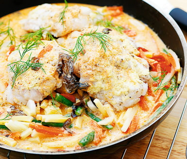 Recept: Lime- och ingefärsbakad torsk med grönsaker i röd curry
